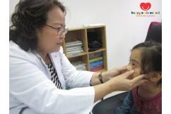 Khám sức khỏe định kỳ cho các bé