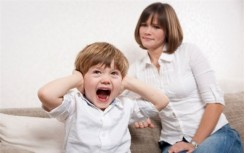 6 hành vi của trẻ bạn không nên bỏ qua